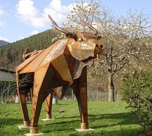 Taureau, sculpture de Roland Issenlor