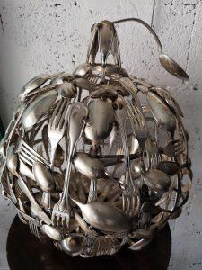 Pomme, sculpture de Roland Issenlor